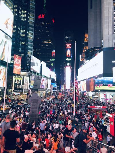 マンハッタン二日目は、トランプタワー・国連本部・ルーズベルトアイランド・夜のタイムズスクエアまで