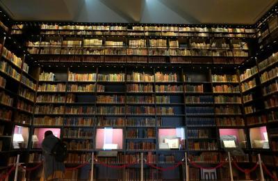 日本一美しい本棚を持つ東洋文庫と小石川植物園の旧東京医学校本館