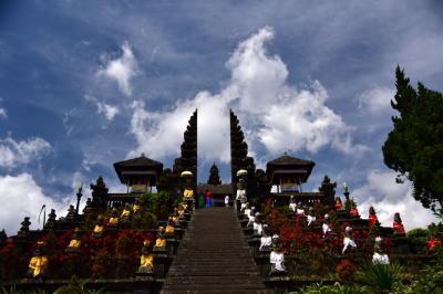 バリ島放浪記 バリ島古寺巡礼(タナロット寺院、ブサキ寺院、タマ・アユン寺院、ウルワツ寺院)