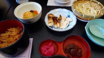 車山高原へ1泊2日のバスツアー(06) 恵那峡山菜園で松茸尽くしの昼食 下巻。