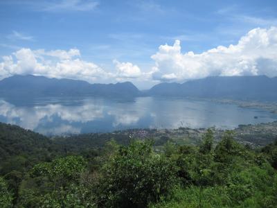 インドネシア スマトラ島 マニンジャウ湖