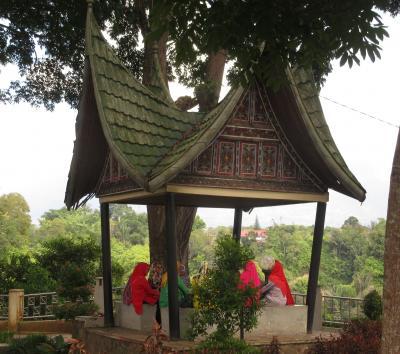ブキティンギ逍遥(2019年3月インドネシア)~その1:街歩き&アウルクニンBT