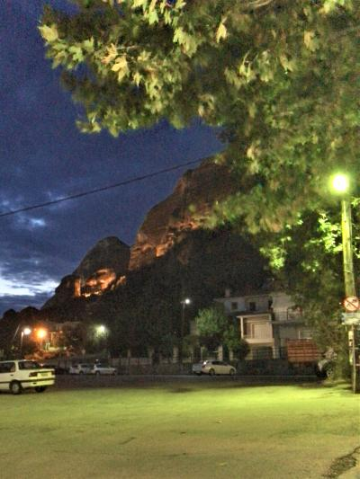 2018年 お盆休みの ギリシャ《22》 メテオラ 修道院 を巡る カランバカの レストラン PLATANOS