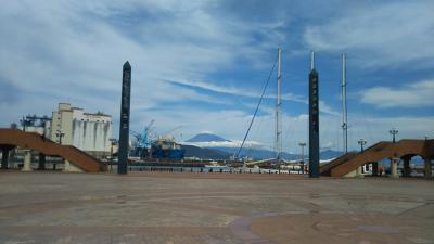 今日の白い積雪の富士山の姿を、写真に撮る!