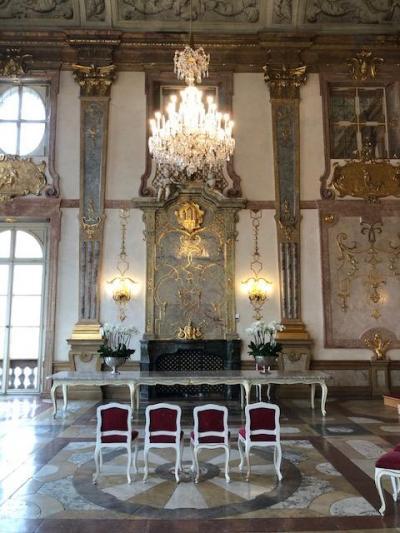 ミラベル宮殿での結婚式。そしてローカル的な祝宴。