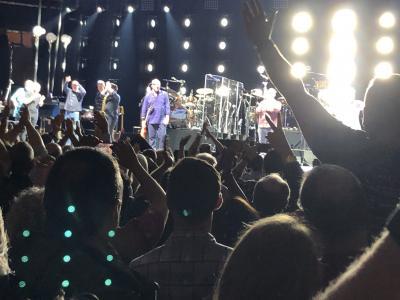 NY骨折日記⑤ マディソンスクエアガーデンのアリーナ席で3時間半ライブ参戦!