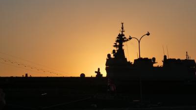「夕呉クルーズ」・・サンセットに合わせて、海自潜水艦の自衛艦旗降下を船上から見学しました・・・