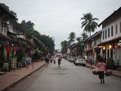 早朝の托鉢、朝市と世界遺産の街を走るマラソン大会、ルアンパバーン