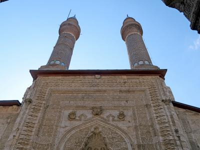 2019.8トルコの知人を訪ねる28-Sivasへ.ブルジエ神学校でチャイ,チフテミナーレとシファーイエ神学校