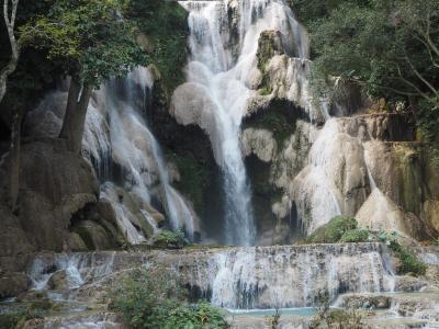 モン族の村、クアンシーの滝と寺院巡り、ルアンパバーン