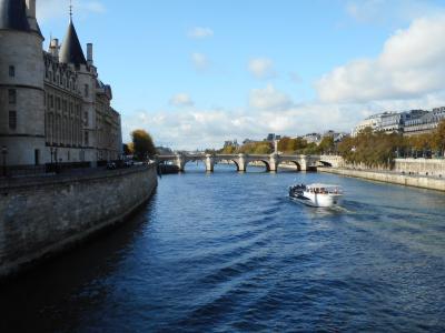 パリで暮らているように・・、初のアパルトマン生活。フランス・パリとベルギー・ブルージュの旅 教会コンサートと美味しいクロワッサン♪