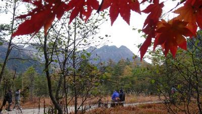 黄葉、草紅葉を愛でる 上高地 早朝散策