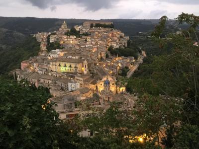 ナポリ&近郊+東シチリア島ドライブ+マルタ島ドライブ旅行 18日間【15】7日目(4) フェスティバルのラグーザ