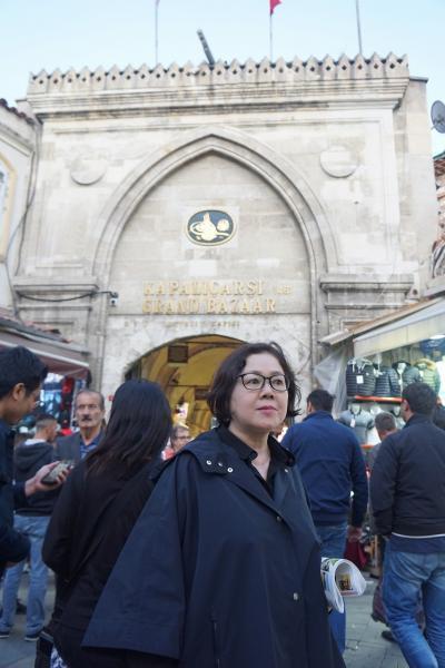 トラピックス「トルコ大周遊15日間」(1)ホリデーイン・エアポートからタクシーで旧市街へ出て、グランドバザールとエジプシャンバザールに遊ぶ。
