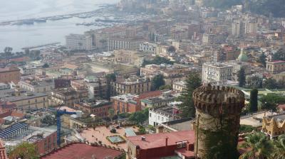 ナポリにきたら高いところに上りましょう。フニクラでヴォメロの丘へ。