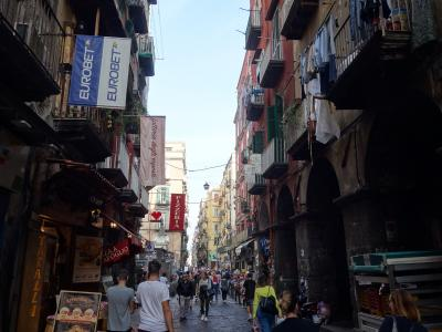 スパッカ・ナポリを歩く。ナポリの下町です。