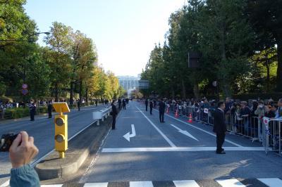 即位パレード:赤坂御所付近で