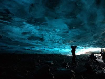 オーロラと大自然観光のいいとこ取り? アイスランドのレンタカー旅 その2:氷の洞窟ツアーと氷河湖編