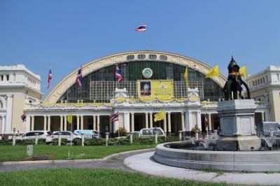 バンコクの休日、国鉄ファランポーン駅で撮影を楽しむ。
