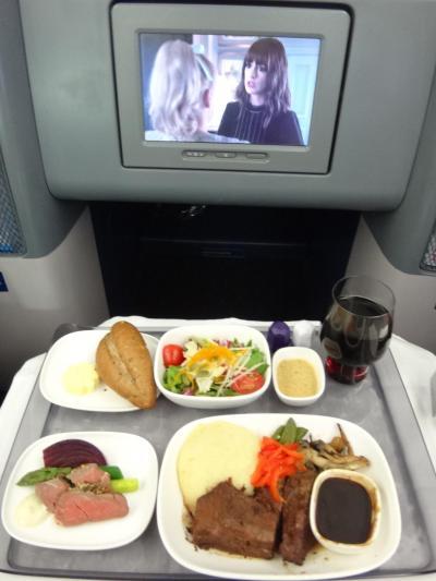 ハワイ ① デルタ航空DL180便(B767-300ER)のビジネスクラス「デルタ・ワン」搭乗記☆機内サービス、空港からワイキキへの移動手段