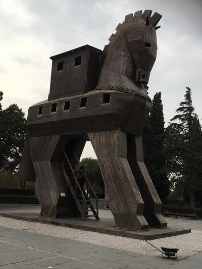 トルコ周遊 :4000年の歴史がある考古遺跡、トロイ遺跡を散策する。
