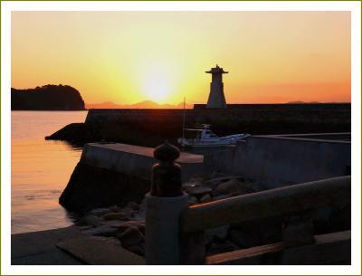 Solitary Journey[2005]朝日や夕日が赤いのは訳があります。<御手洗、石の高燈籠・歴史の見える丘公園展望台から>広島県豊町