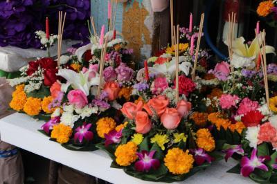 バンコクの休日、MRT新駅からパークローン花市場へ、ファランポーン駅に立寄り、最後はタイスキ。