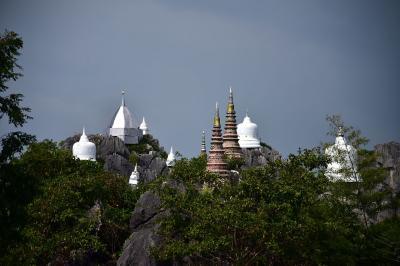北部タイ放浪記 ランパーンの断崖絶壁にそびえる寺院体験記