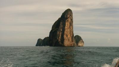 ランタ島からピピ島に渡る。