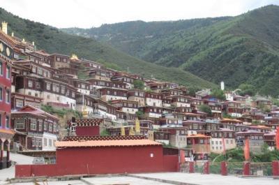 2019夏、東チベット(13)徳格から白玉への移動風景とペユル・ゴンパの見学