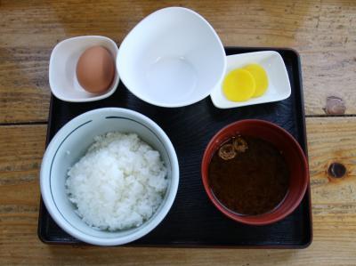 卵かけご飯の聖地食堂かめっちで卵かけご飯定食を食す