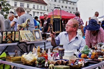 ウィーン・グリンツィングとナッシュマルクトの蚤の市(オーストリア1)