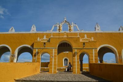 ビバ メヒコ メリダからイサマルへ行きました。