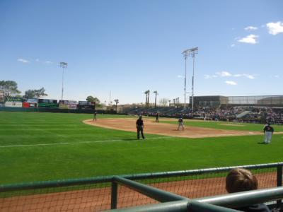 アリゾナ州 フェニックス - アスレチックスの松井選手をムニシバル スタジアムで見る。