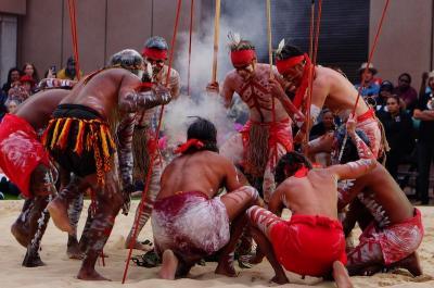 シドニーでアボリジニのダンスの祭典ダンスライツ (Aboriginal festival Dance Rites)