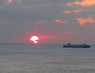 ホテルライフを楽しむ沖縄(15)アリビラ・部屋から見る東シナ海サンセット&恒例寿司食べ放題