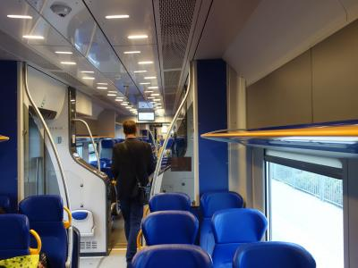 Lucca から Pisa まで鉄道のたび。こわい検札のおじさんが回ってきました。