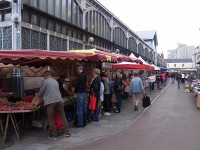 ブルゴーニュ・アルザス地方のワイン旅行: ディジョンは素敵な街(秋の市場は豊か)