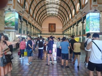 サイゴンの3日間(7)中央郵便局で絵葉書を出し、フォーを食べる。