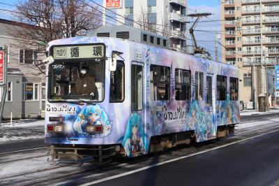 初冬の札幌、少し雪化粧になった街を市電に乗って、撮って楽しむ。