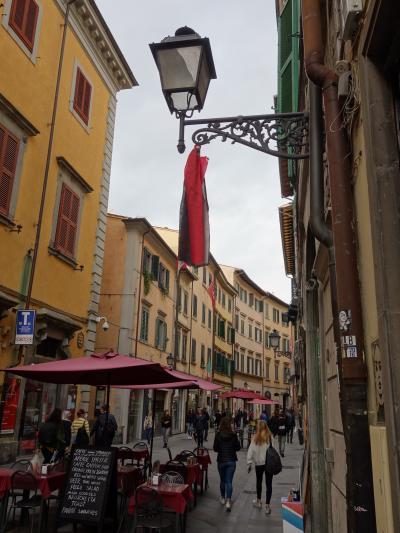 Pisa の街歩きは Corso Italia から始まります。そう,イタリアの中心なのです。