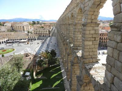 マドリッドの周辺にちらばる城塞都市を回った。 5. セゴビア、水道橋とロマネスクの教会。