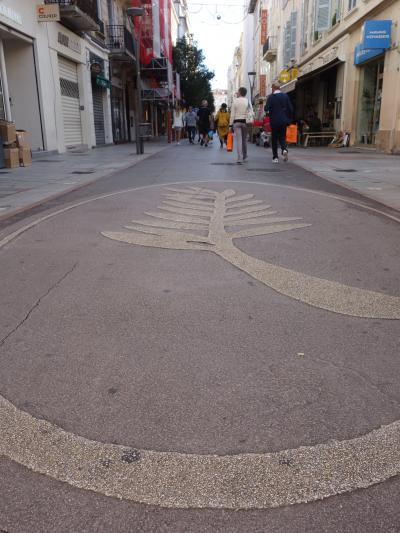 Cannes の街歩き。先ずは,アンティーブ通りとオッシュ通り。庶民系からはじめましょう。