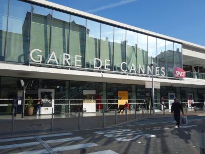 カンヌ駅。列車に乗る予定はなかったのですが,意外にも,wifi とトイレが役に立ちました。