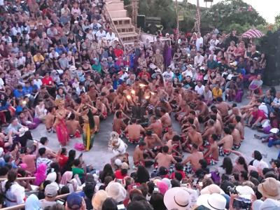 バリ島へ~♪ 4日目 ショッピングとウルワルツ寺院・ケチャックダンス