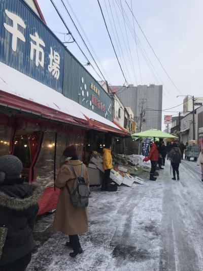函館朝市を歩く  函館の天気をなめていました。