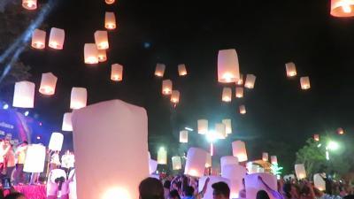 2019年11月のチェンマイ・・・Chiang Mai Yee Peng(Loy Krathong)Festival‥(Ⅳ)・・コムローイ・