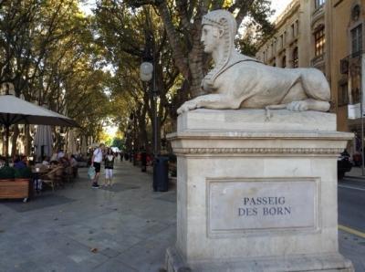 パルマ・デ・マヨルカの街歩きはボルン通りが中心です。