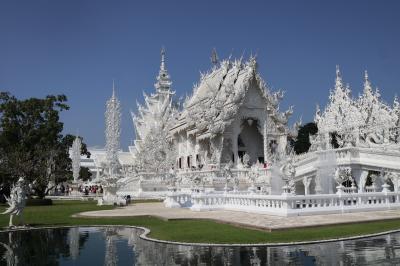 チェンライ、白い寺院と緑の寺院。(2019)