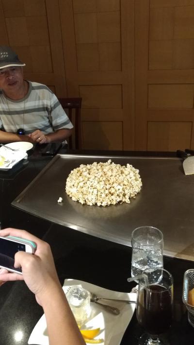 兄弟大飯店の鉄板焼でポップコーン